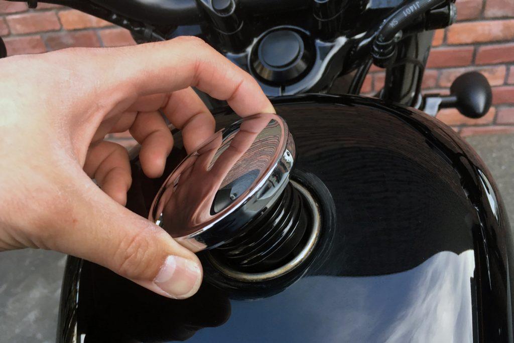 2013年 XL1200X フォーティーエイト ガソリンタンクキャップ