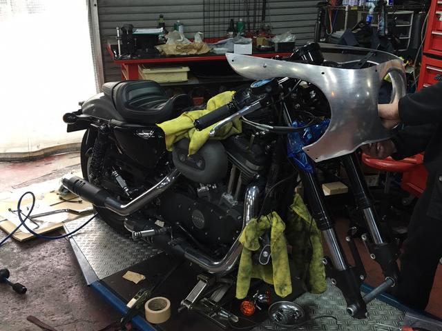 カフェレーサー XL1200CX ロードスター