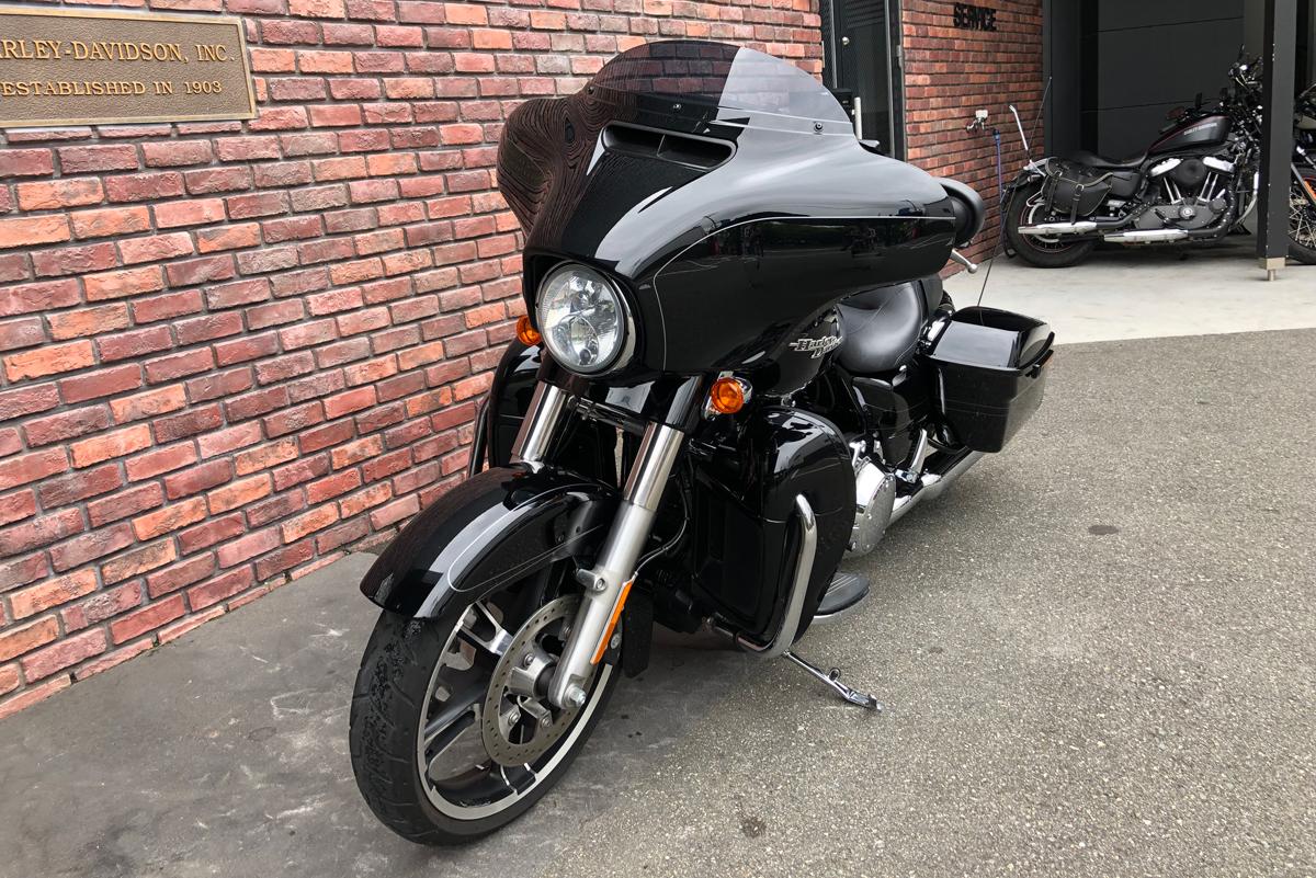 Harley-Davidson FLHXS ヘッドライト