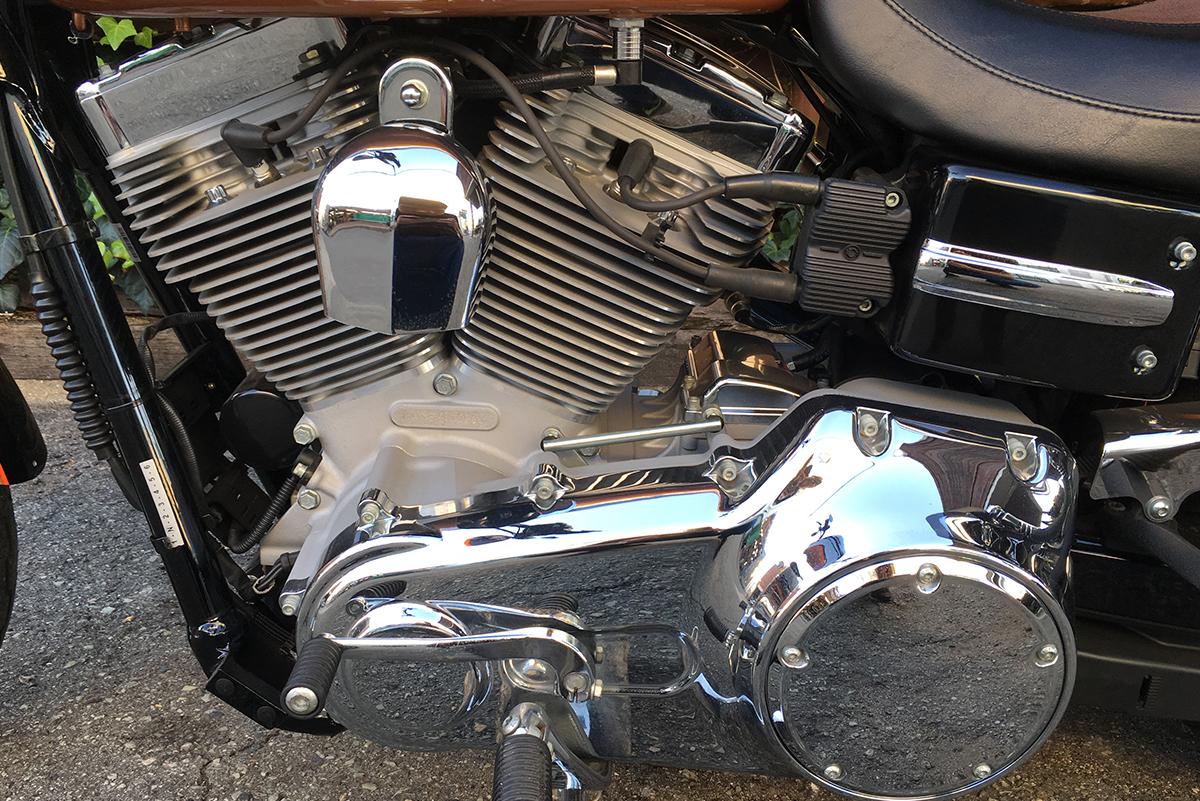 スーパーグライドカスタム 105周年記念モデル エンジン