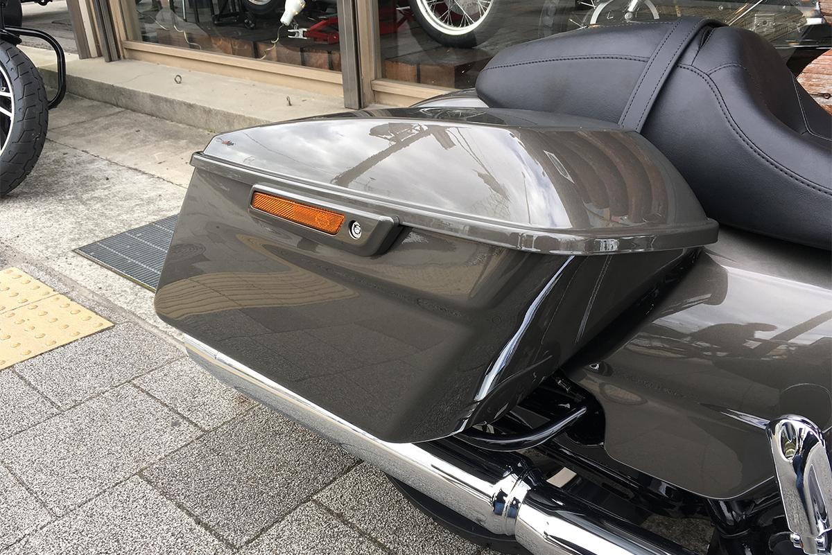 FLTRX ロードグライド サドルバッグ