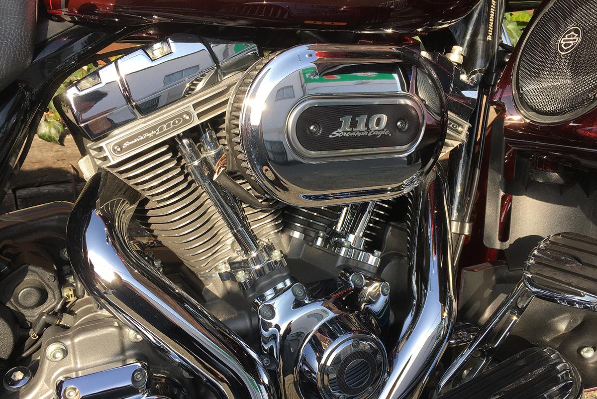 ストリートグライドCVO 110エンジン